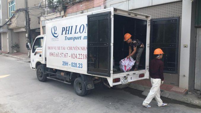 Taxi tải Phi Long chở hàng tại khu đô thị Linh Đàm