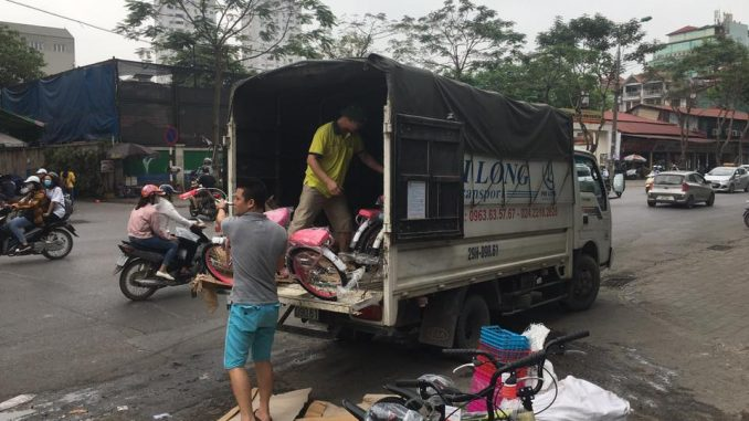 Taxi tải Phi Long tại phố Lụa