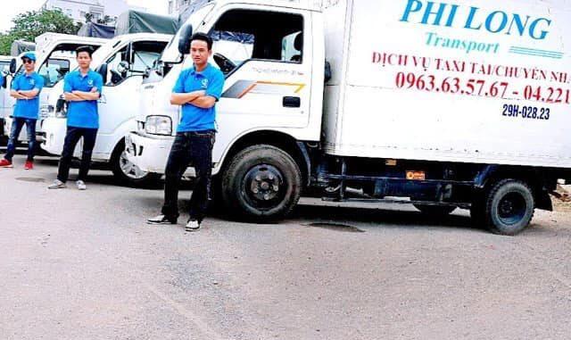 Taxi tải chở hàng tại đường thượng thanh