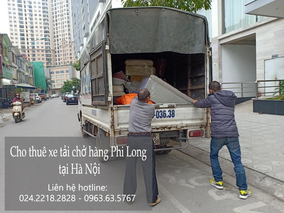Xe tải chở hàng tại khu đô thị Ciputra